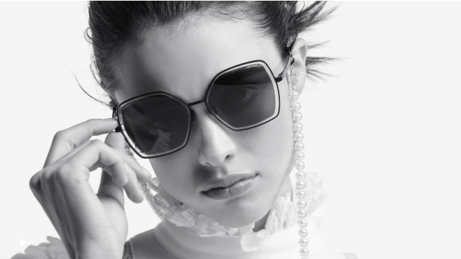 chanel-eyewear-SS20-margaret-qualley-centri-belotti-canton-ticino-2